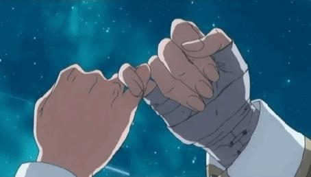 Анимация Руки на фоне неба