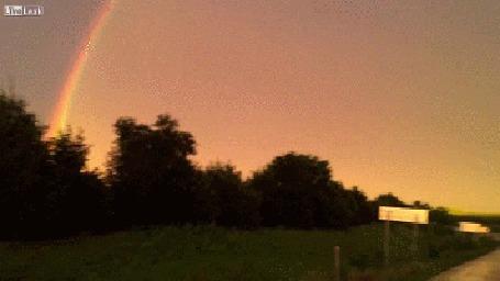 Анимация Необычное климатическое явление, вспышка молнии на фоне радуги (© Anatol), добавлено: 07.03.2015 01:41