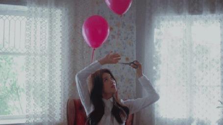 Анимация Девушка отрезала от нитки розовый воздушный шар (© Юки-тян), добавлено: 08.03.2015 00:00