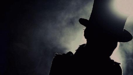 Анимация Силуэт мужчины в шляпке на фоне дыма (© Юки-тян), добавлено: 08.03.2015 19:02