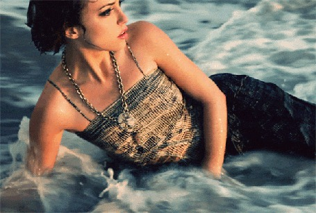 Анимация Девушка лежит в морских волнах (© Anatol), добавлено: 10.03.2015 19:30