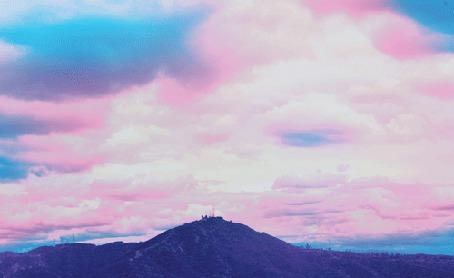 Анимация Розовые облака над горами