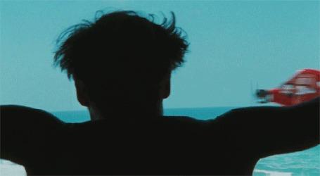 Анимация Джонни Депп / Johnny Depp наблюдает за полетом самолета в фильме Ромовый дневник The Rum Diary, 2010
