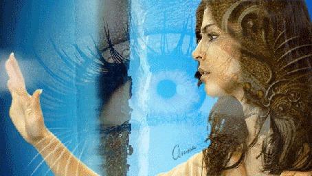 Анимация Девушка в брызгах воды, на фоне очертаний глаза (кадр из клипа Энигма)
