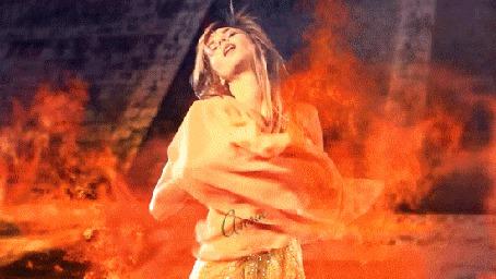 Анимация Девушка танцует в огне,(кадр из клипа Энигма - Конец света) (© Bezchyfstv), добавлено: 15.03.2015 12:24