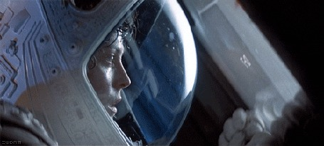 Анимация Сигурни Уивер в скафандре в комическом корабле, фильм Чужой / Alien (© Anatol), добавлено: 16.03.2015 17:07