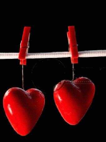 Анимация Сердечки висящие на веревке и прикрепленные прищепками, обрываются и падают вниз, вместо них появляется изображение улыбающегося рта с глазами, меняющего свой цвет с белого на красный (© Akela), добавлено: 19.03.2015 03:04