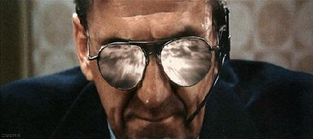 Анимация Мужчина в очах с зеркальными стеклами, фильм Западный мир / Westworld, 1973 (© Anatol), добавлено: 20.03.2015 16:15