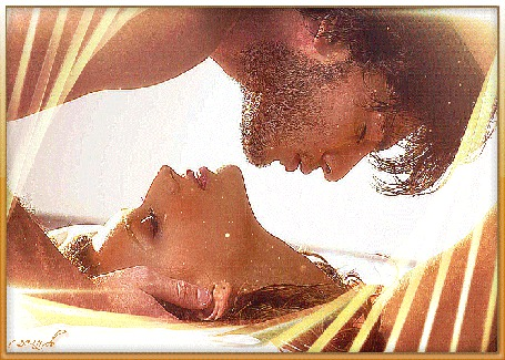 Анимация Девушка лежит на спине, над ней мужчина, он нежно держит ее голову руками, глаза прикрыты