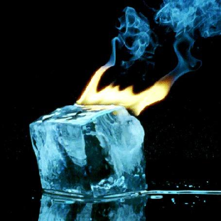 Анимация Кубик льда горит желтым огнем, с выделением голубого дыма (© Akela), добавлено: 22.03.2015 18:14