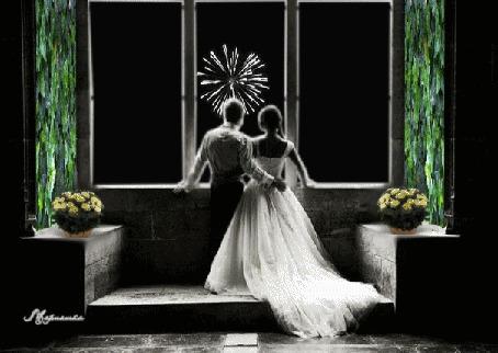 Анимация Молодожены стоят перед окном и смотрят салют, отблески которого играют на стенах и букетах роз, поставленных в корзины (© Leto), добавлено: 25.03.2015 00:57