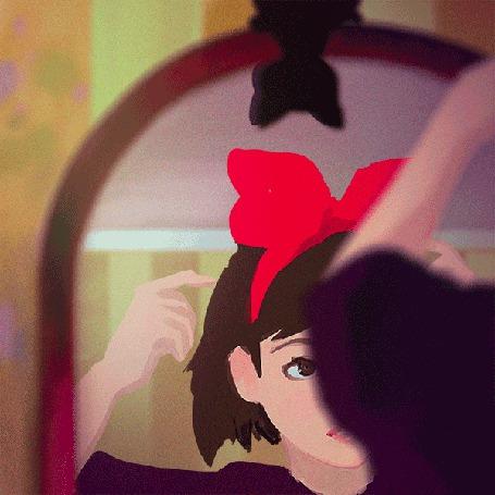 Анимация Девушка поправляет волосы и бантик на голове перед зеркалом, на котором сверху сидит черная кошка (© Akela), добавлено: 25.03.2015 01:05