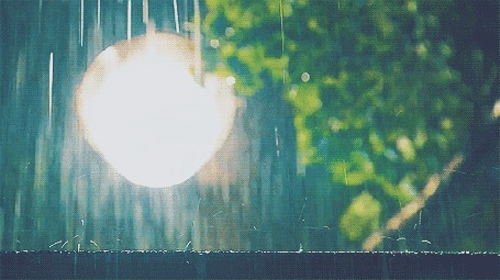 Анимация Капли дождя бьются о деревяную поверхность