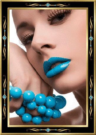 Анимация Девушка с голубыми губами и голубыми бусами в руке (© elenaiks), добавлено: 01.04.2015 10:13