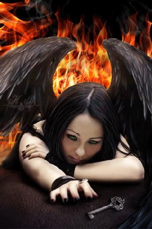 Анимация Девушка - ангел, за спиной которой огонь, протягивает руку к ключу
