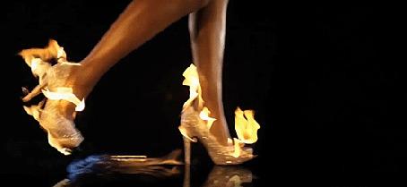 Анимация Ножки девушки в горящих туфлях (© zmeiy), добавлено: 05.04.2015 17:41