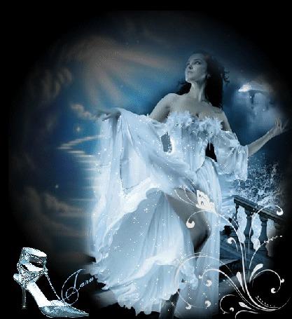 Анимация Ночь. Девушка брюнетка в белом блестящем бальном платье спускается по лестнице. Слева на картинке изображена туфелька