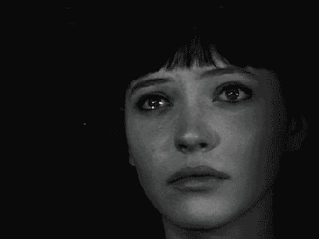 Анимация Девушка со слезами на глазах и лице
