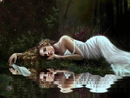 Анимация Грустная светловолосая девушка лежит у водоема в темном лесу