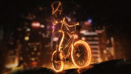 Анимация Девушка на велосипеде