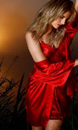 Анимация Девушка в красном платье стоит склонив голову и закрыв глаза, с развевающимися светлыми волосами (© Akela), добавлено: 21.04.2015 02:37