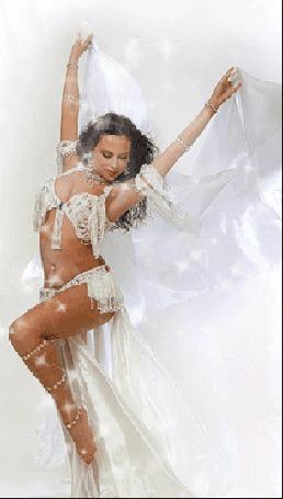 Анимация Полуобнаженная девушка танцовщица в восточном белом наряде (© Akela), добавлено: 21.04.2015 23:39
