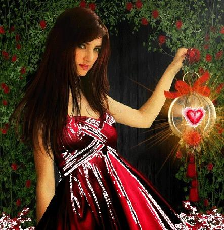 Анимация Девушка в ярком платье держит в руке зажженный фонарь с красным сердечком, превращающимся в красную бабочку