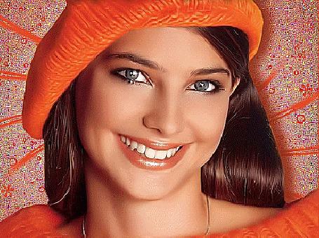 Анимация Веселая девушка с милой улыбкой, в оранжевом платье, оранжевом берете, на оранжевом фоне