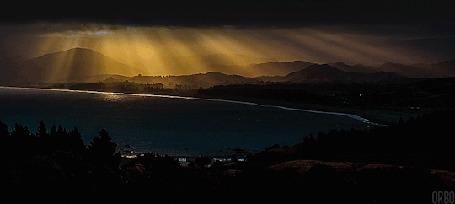 Анимация Лучи солнца, сквозь облака, освещают долину и озеро, by Orbo (© Seona), добавлено: 24.04.2015 11:34