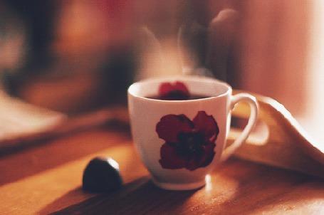 Анимация Чашка горячего чая и конфета (© zmeiy), добавлено: 24.04.2015 16:59