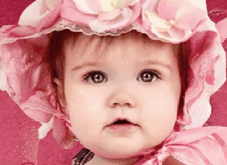 Анимация Девочка в розовом платье и розовой шапочке играет бровками и шевелит губами (© Akela), добавлено: 30.04.2015 21:34