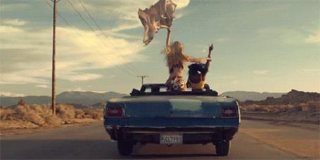 Анимация Девушки едут в автомобиле (© zmeiy), добавлено: 01.05.2015 19:30
