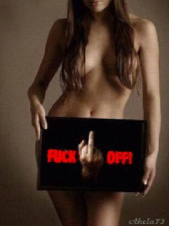 Анимация Обнаженная девушка держит черную доску с мужской рукой, показывающей средний палец и надписью Fuck Off! (Отвяжись), Akela 73 (© Akela), добавлено: 02.05.2015 16:35