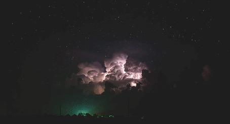 Анимация Поднимающееся огромное облако (© zmeiy), добавлено: 02.05.2015 19:02