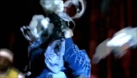 Анимация Эминема, во время концерта забросали предметами нижнего женского белья. (Фрагмент из клипа Д12 - Моя Группа) (© Георгий Тамбовцев), добавлено: 03.05.2015 05:31