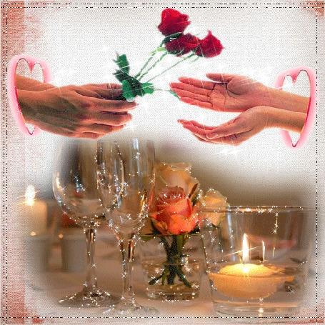 Анимация Руки мужчины протягивают через контур сердечка цветы к женским ладоням, на столе стоят бокалы, цветы и горят свечи (© Natalika), добавлено: 05.05.2015 18:50