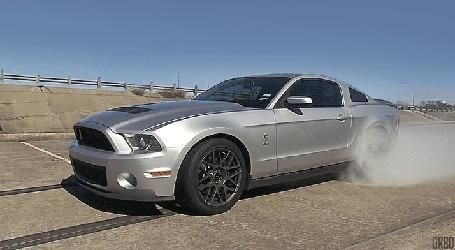 Анимация Газующий автомобиль Shelby GT500 cobra (© Seona), добавлено: 06.05.2015 21:07