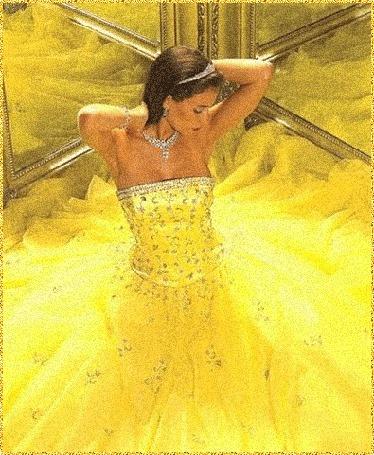 Анимация Девушка в желтом пышном платье сидит между зеркал (© Natalika), добавлено: 07.05.2015 22:38