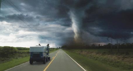 Анимация Машина на фоне торнадо и туч (© Seona), добавлено: 10.05.2015 00:40