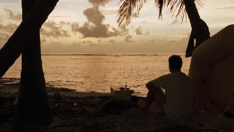 Анимация Мужчина сидит на пляже и смотрит на море (© Seona), добавлено: 10.05.2015 00:41