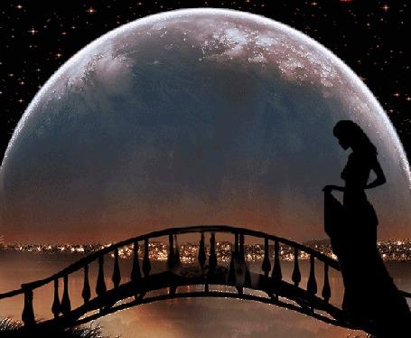 Анимация Девушка в длинном платье идет ночью через мостик на фоне Луны, на которой периодически появляется влюбленная пара