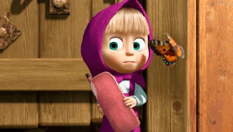 Анимация Главная героиня мультсериала Маша и Медведь, девочка Маша собирается звонить по радиотелефону, но ей на нос садится бабочка и она передумывает звонить