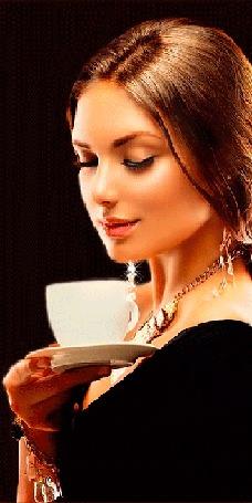 Анимация Девушка держит в руке блюдце с чашечкой кофе, от которого поднимается вверх ароматный пар (© Akela), добавлено: 11.05.2015 07:00