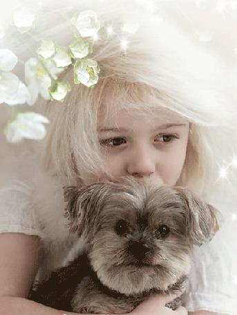 Анимация Девочка с белыми волосами держит на руках лохматую собачку, над головой у нее распускаются цветы на ветке дерева (© Akela), добавлено: 11.05.2015 07:41