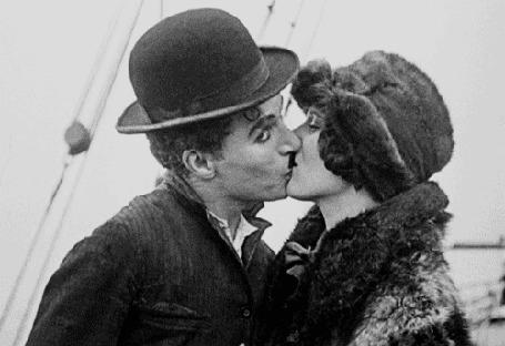 Анимация Чарли Чаплин, финал фильма, поцелуй (© Natalika), добавлено: 12.05.2015 16:59