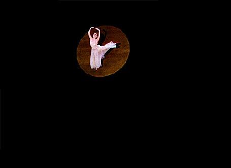 Анимация Балерина танцует в освещенном кругу (© Akela), добавлено: 12.05.2015 20:45
