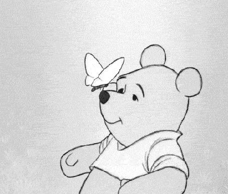 Анимация Главный герой диснеевского мультфильма Винни пух / Winnie Pooh сдувает бабочку, которая приземляется на его нос