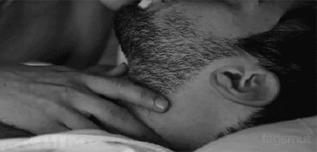 Анимация Парень целует девушку (© zmeiy), добавлено: 16.05.2015 20:36
