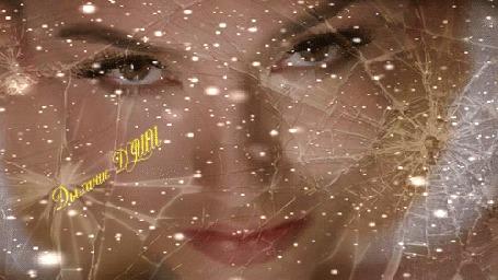 Анимация Девушка смотрит сквозь трещины стекла, и снег (Дыхание Души)