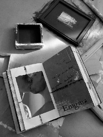 Анимация Открыта книга и на странице целующиеся парень и девушка, Enigma (© zmeiy), добавлено: 17.05.2015 19:33